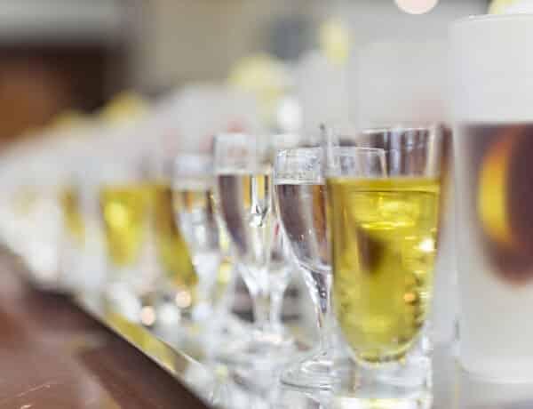 Érdekességek: hogyan isszák az oroszok a vodkát – és hogyan isszuk mi, magyarok a pálinkát