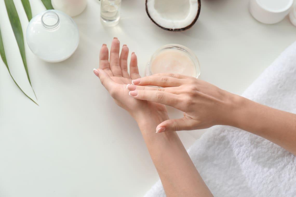 Érdes, száraz a könyököd? 5 tipp, amit selymessé válik a bőr
