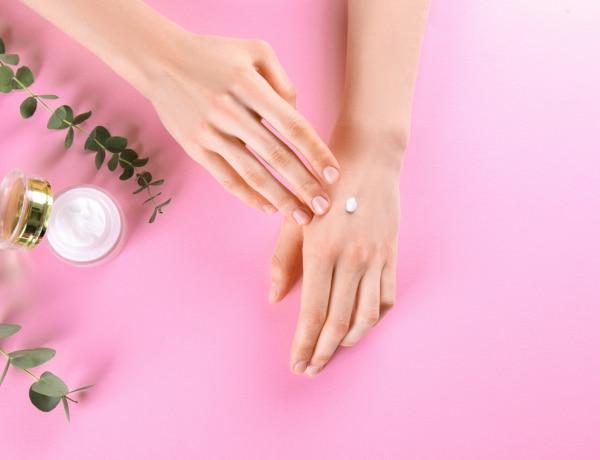 Így ápold a kezedet a sok kézmosás és fertőtlenítés közben