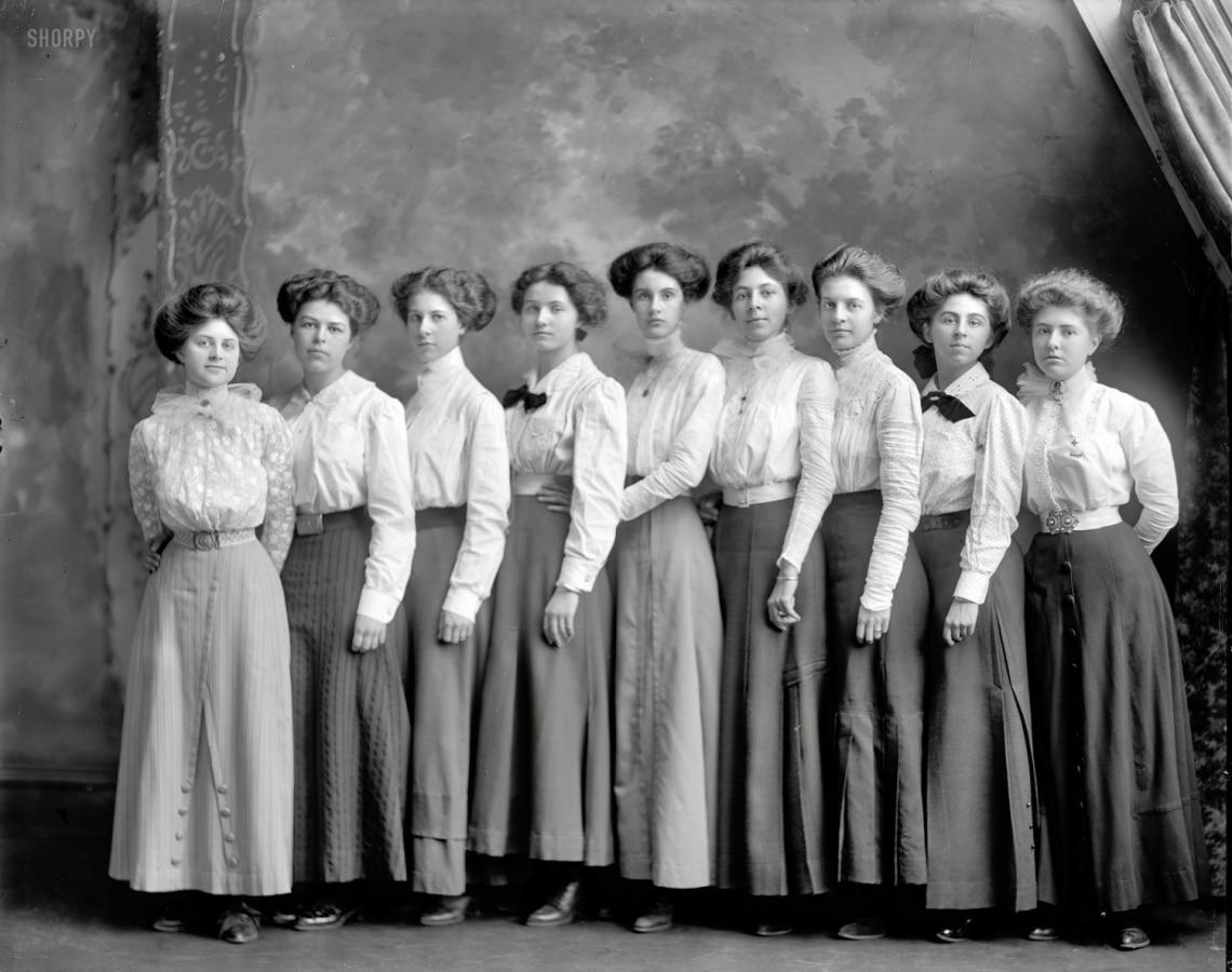Így hódítottak dédnagyanyáink – Halszálka és marcell-hullámok