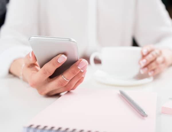 Így károsítja egészségedet az okostelefon: 10 meglepő tény
