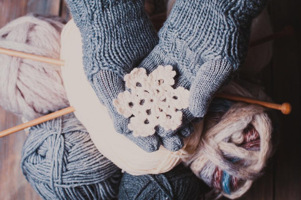 Így készíts puha kesztyűt egy régi pulóverből