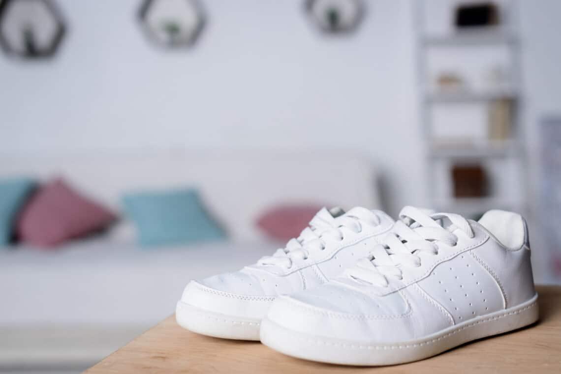 Így lesz újra hófehér a tornacipőd orra: a legjobb házi módszerek