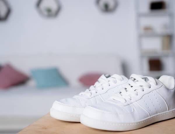 Egy bevált módszer, amivel hófehér lesz újra a tornacipőd