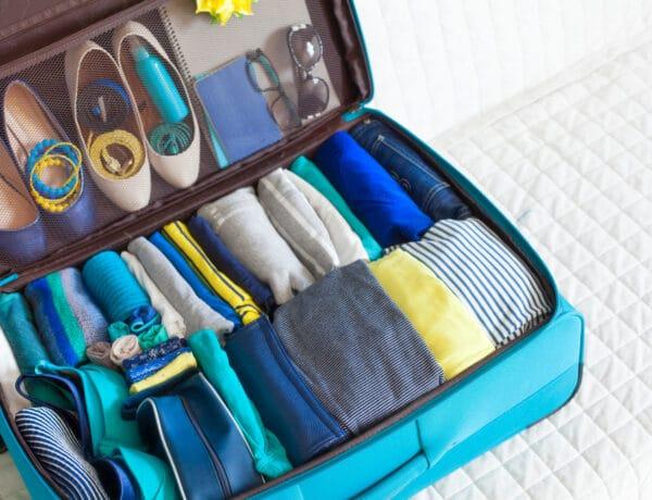 Így pakolj a bőröndödbe, hogy még több ruhát el tudj csomagolni