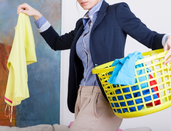 Így tüntesd el az izzadtságfoltokat a ruhákból: 3 bevált módszer