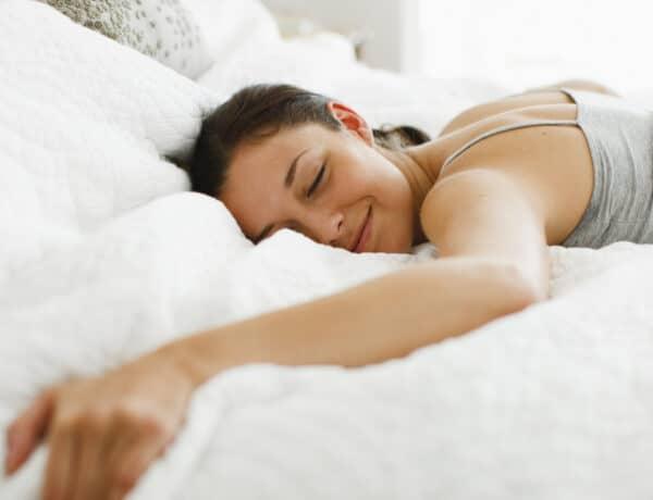 Összegömbölyödsz vagy hason fekszel? Erről árulkodik kedvenc alvópózod