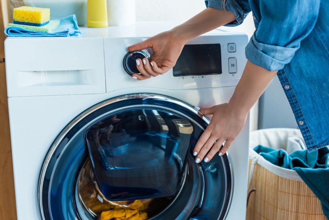 Büdös, dohos? Így takarítsd ki a mosógépet: 5 filléres praktika
