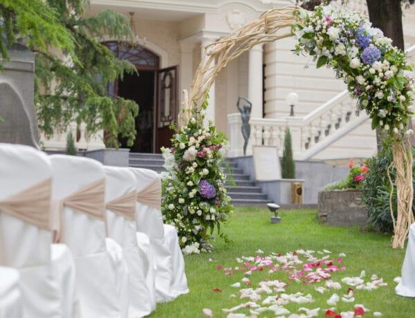 5 dolog, amit tudnod kell, ha szabadtéri esküvőt tervezel