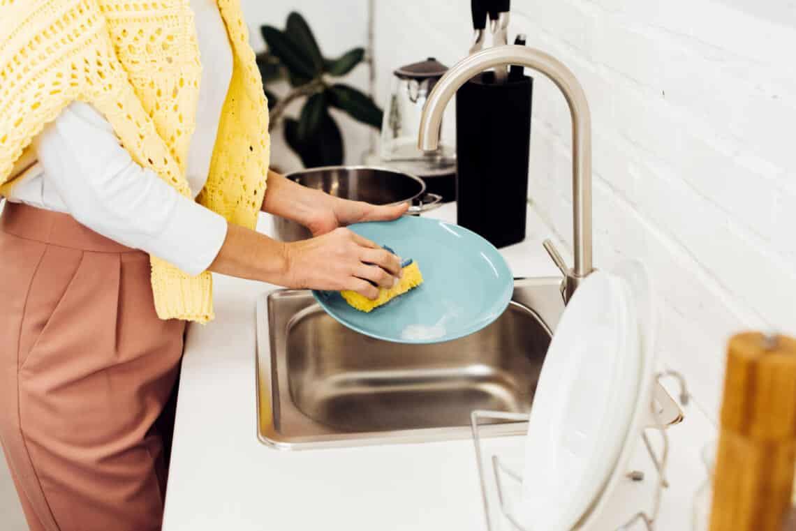 Ezt az 5 hibát követi el szinte mindenki a mosogatásnál. Te ne tedd