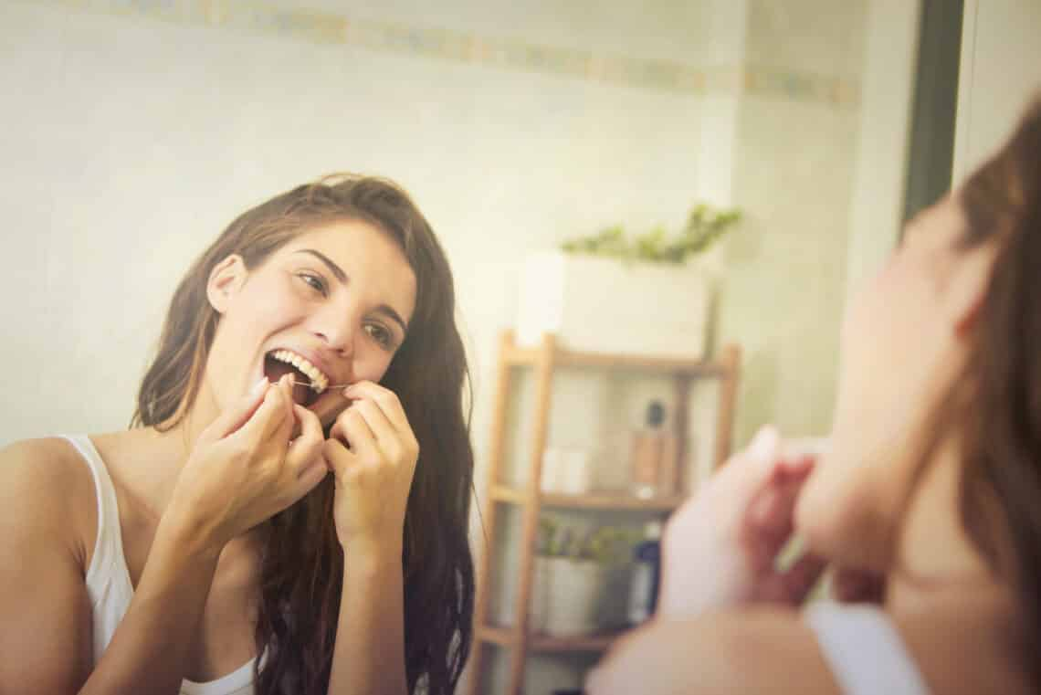 5 komoly dolog, ami akkor történik a testeddel, ha nem használsz fogselymet