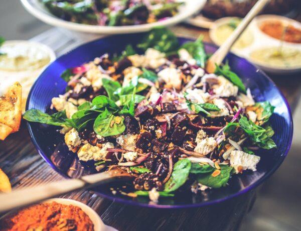 5 pofonegyszerű saláta vacsorára, amit egy étteremben is szívesen ennél