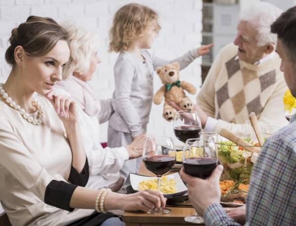 5 tipp, amivel könnyebben elviselheted a párod családját, ha nem kedveled őket túlzottan