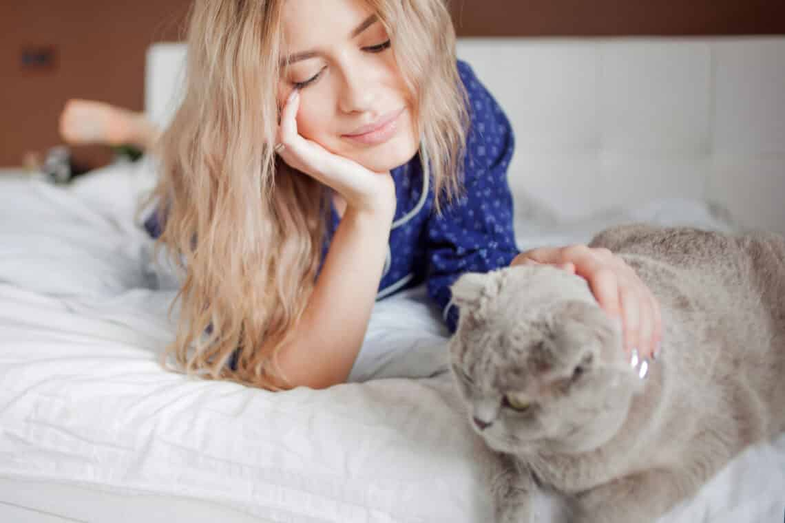 5+1 ok, amiért hagynod kellene, hogy a macskád veled aludjon
