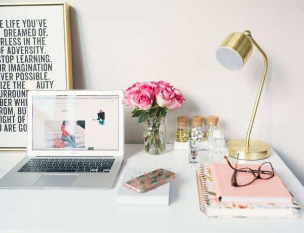 5+1 tipp, ahogy dekorálhatod az íróasztalod a munkahelyeden, ha szeretnéd egy kicsit otthonosabbá tenni