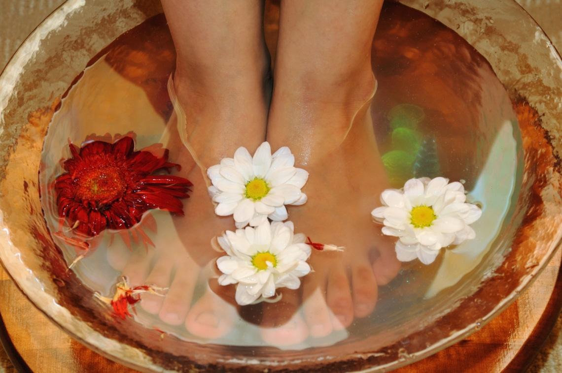 A lábfürdő csodákra képes: a problémádtól függően ezt tedd a vízbe
