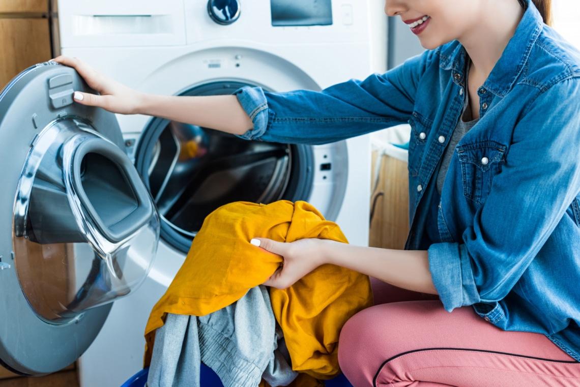 Nyálkás, büdös mosógép, dohos mosott ruhák – így tisztítsd ki fillérekből