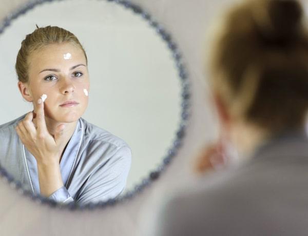 A bőrgyógyászok 5 titka, ha fiatalabb bőrrel akarnak felébredni