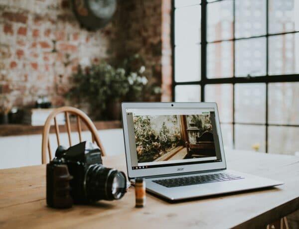 Hosszú útra indulsz? 6 módszer, amivel tovább bírja a laptopod töltés nélkül