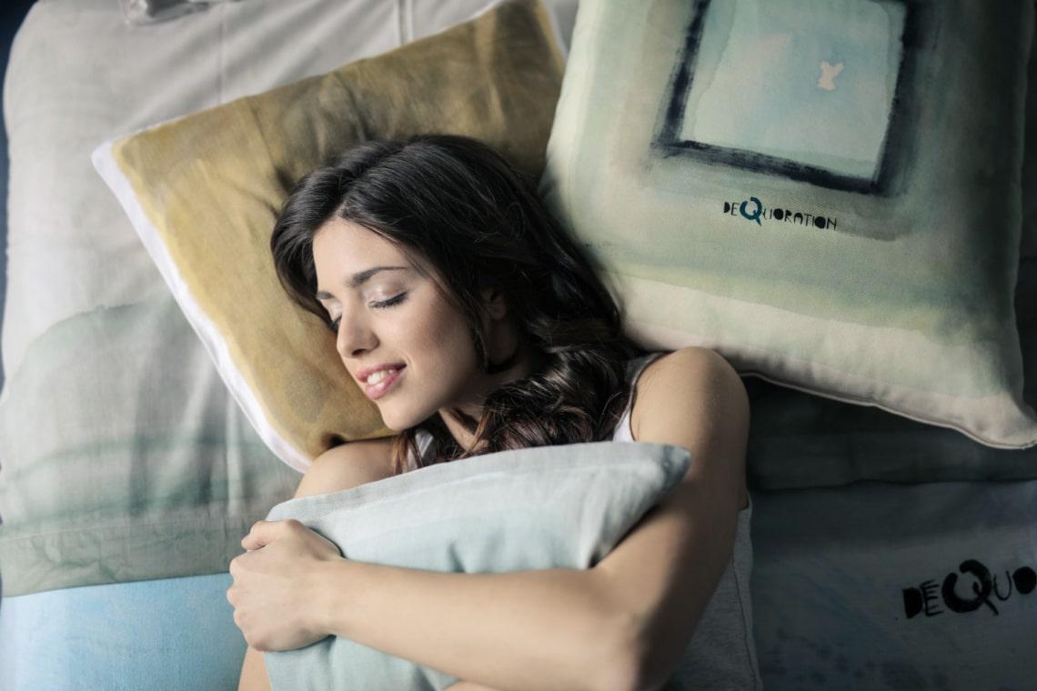 Jógapózok, amik segítenek, hogy könnyebben aludj el, és kipihentebben ébredj