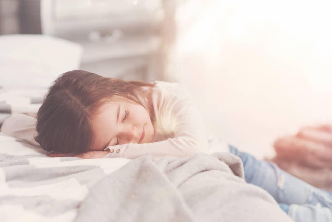 Nehezen alszik el a gyerek? Ez az 5 módszer segíthet esténként