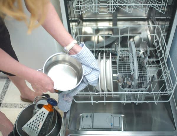 Eddig rosszul pakoltál be a mosogatógépbe! Mutatjuk, hogyan kéne