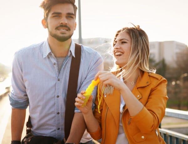Vajon mennyire sikeres a randi? Keresd ezeket a gesztusokat, ha biztosra akarsz menni!