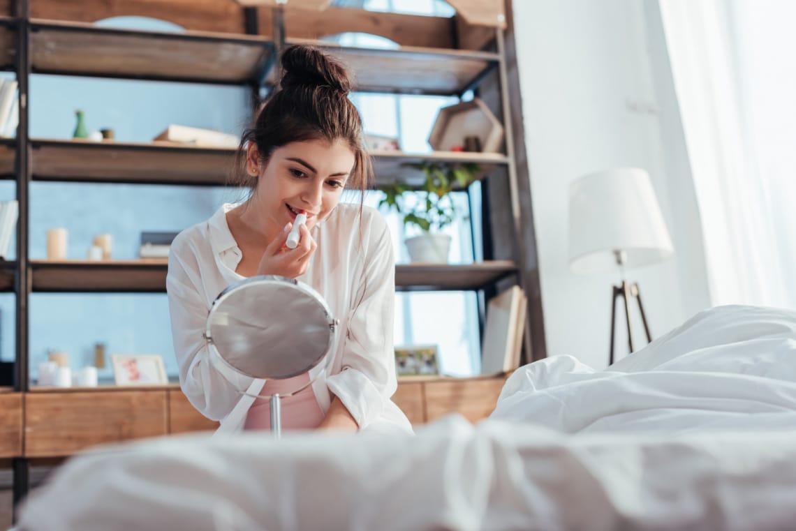 10 szépség hack a leglustábbaknak, amiből négyet az ágyból is elvégezhetsz
