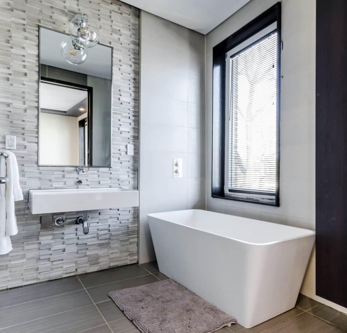 12 ékszerdoboznyi fürdőszoba – ragyogó dizájn néhány négyzetméteren