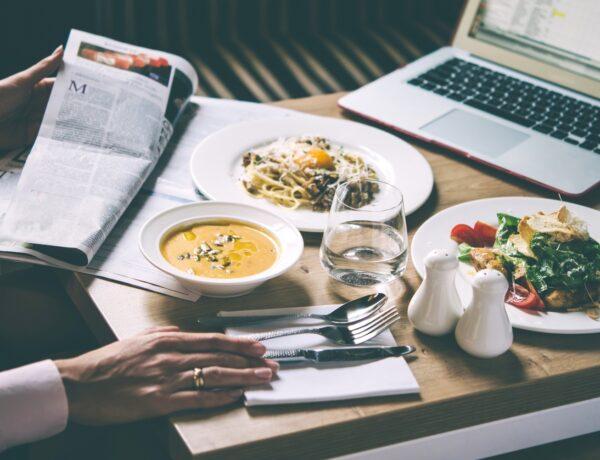 17 szuper ebéd dolgozó hétköznapokra, amit házhoz is visznek neked – árakkal (X)