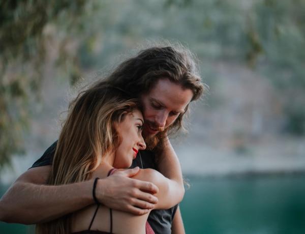3 ok, amiért másként kezd el viselkedni a szerelmed – nem csak egy harmadik fél lehet az oka!