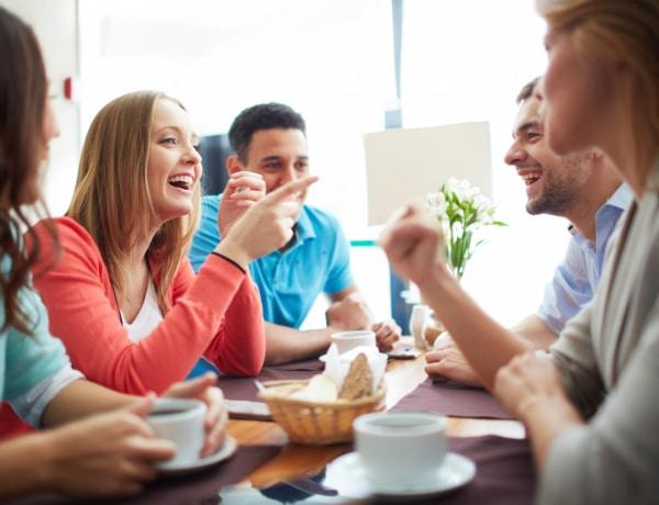 3 tudományos módszer arra, hogy könnyen beszélgetést kezdeményezz egy új társaságban