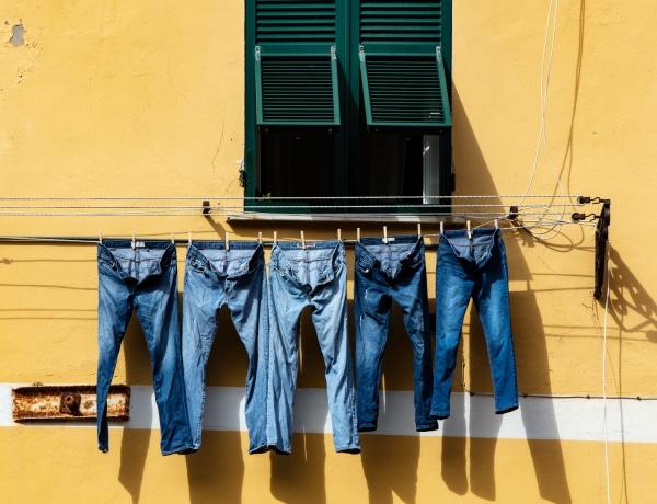 4 dolog, amit sose csinálj, amikor a farmernadrágot mosod