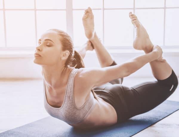 4 jóga póz, amivel láthatóan javulni fog a hajlékonyságod