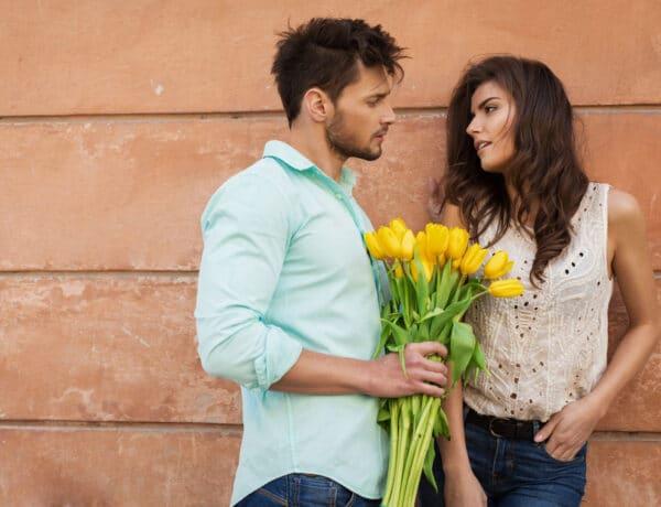 5 messziről árulkodó jel, hogy nagyon tetszel valakinek