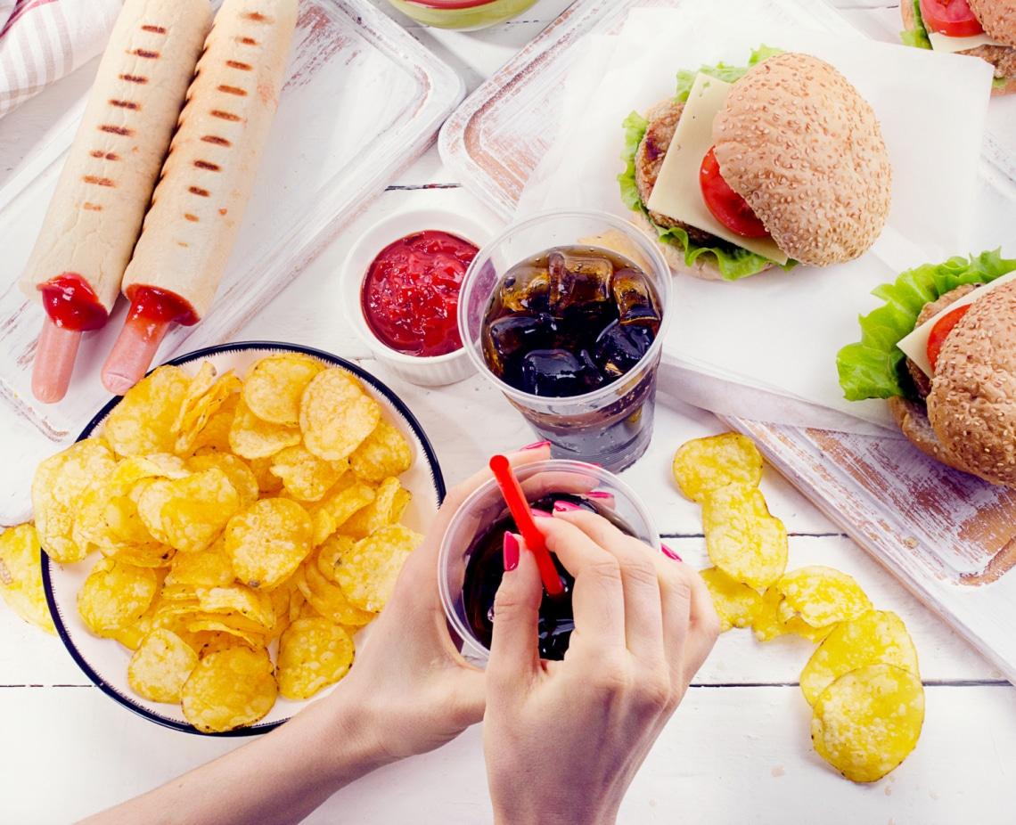5 étel és ital, ami tényleg gyengíti az immunrendszered