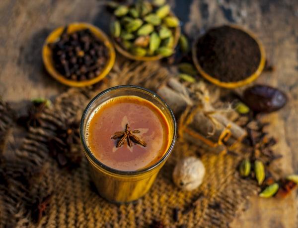 5 aromás téli tea recept, ami ellazít és jó a légutaidnak