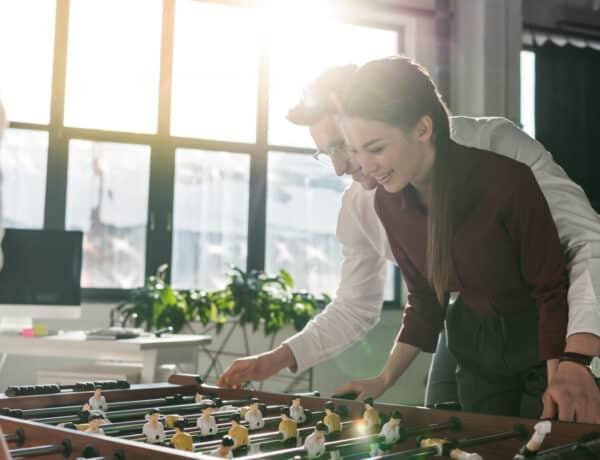 5 dolog, amit érdemes átgondolnod, mielőtt összejönnél egy munkatársaddal