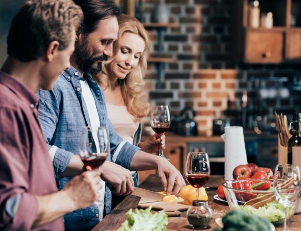 5 dolog, amit sose csinálj, ha vacsorára vagy hivatalos