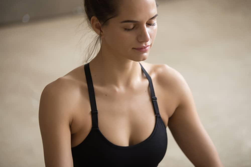 5 egyszerű testtartásjavító trükk, amivel vonzóbbá válhatsz!