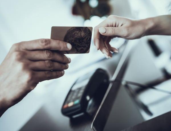 5 hatalmas tévhit a bankkártyákkal kapcsolatban – Te is bedőltél ezeknek?