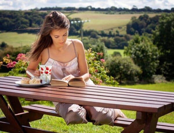 5 lebilincselő romantikus regény idén nyárra