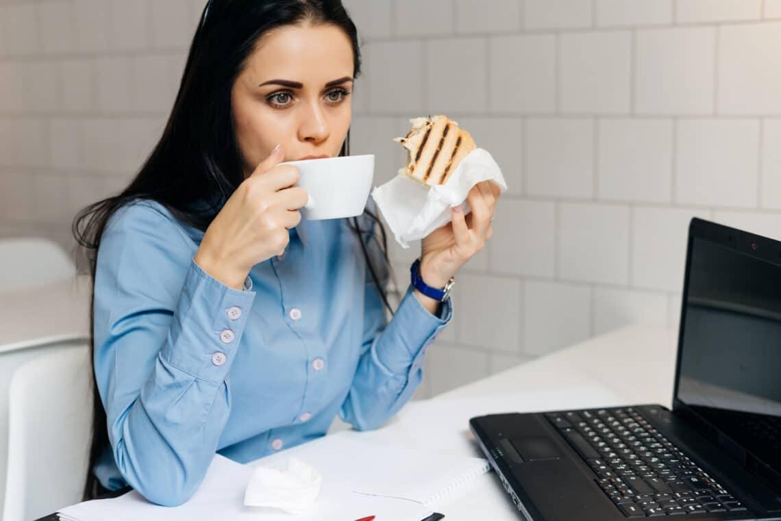 5 praktika, amivel elkerülhető a súlygyarapodás az ideges hétköznapokban