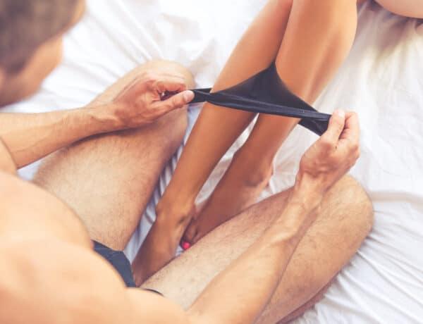 5 tantrikus póz, ami bensőségessé teszi a párkapcsolatokat