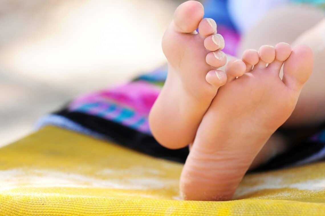 5+1 bevált praktika száraz, repedezett sarkakra – nyári lábápolási rutin