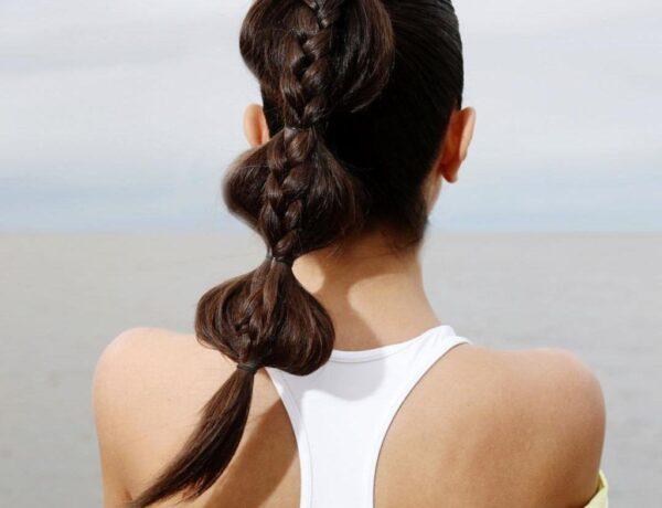 6 stílusos nyári frizura, ha túl nagy a meleg