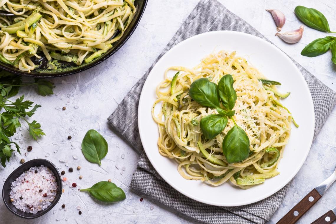 6 villámgyors vegán tésztavacsora, ha nem főzéssel töltenéd az estét