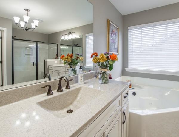 8 izgalmas lakberendezési ötlet a kis fürdőszobádba – Nem lesz többé unalmas!