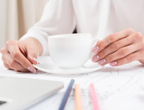 A 10 kedvenc, iroda kompatibilis manikűrünk, amit rohanós reggelen is elkészíthetsz