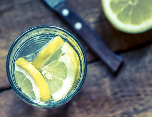 A citromos víz 5 óriási hátránya, amiről senki sem beszél